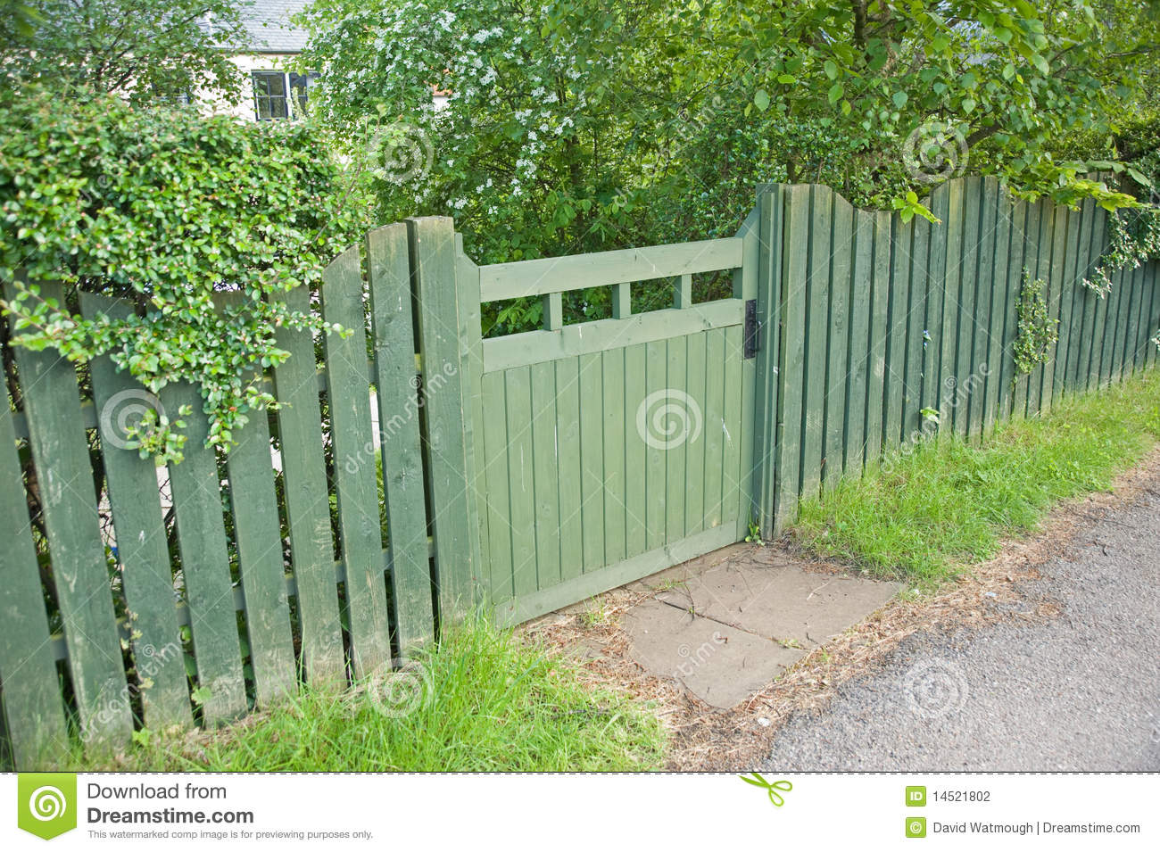 Superieur Green Garden Gate And Fence