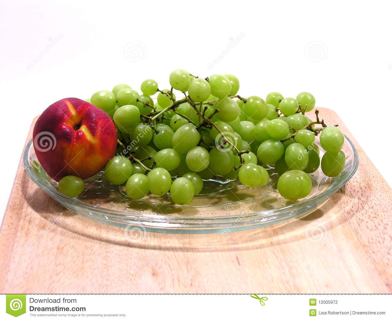 Green Grapes and Nectarine or Peach
