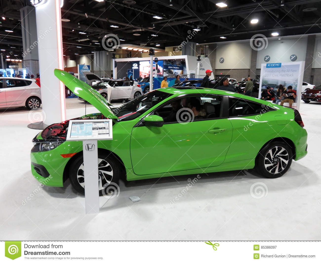 Green Honda Civic Couple At The Auto Show Editorial Photography - Civic center car show