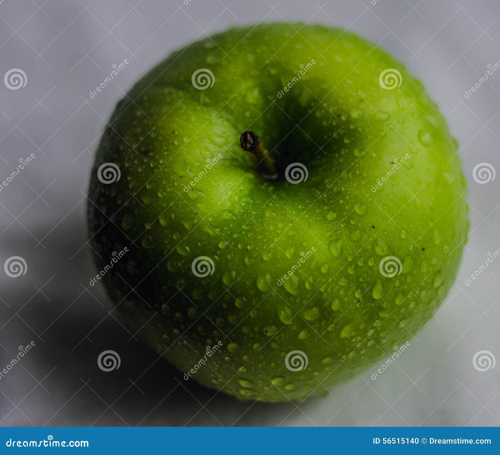 Green juicy apple