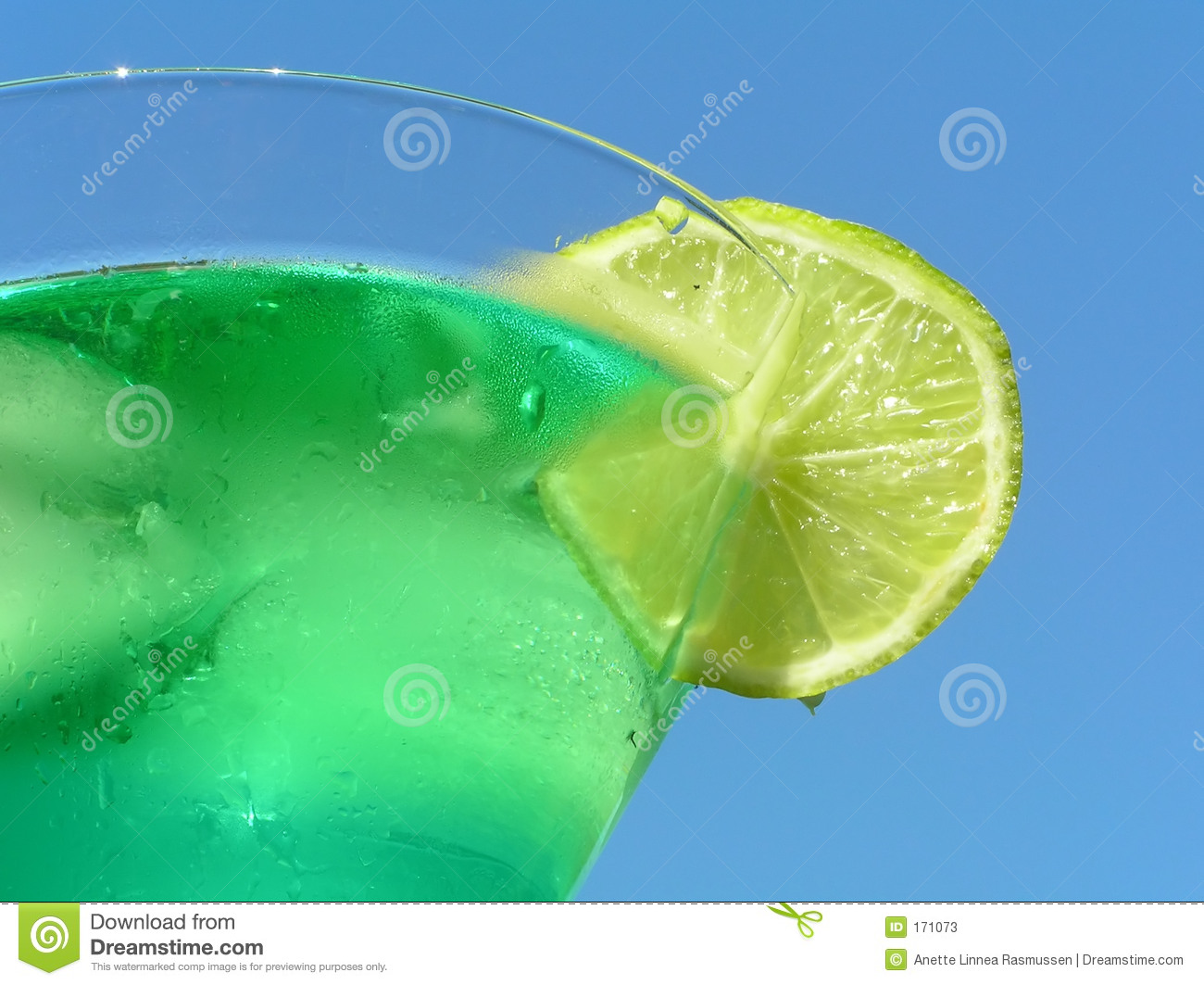 Green liquid with lemon