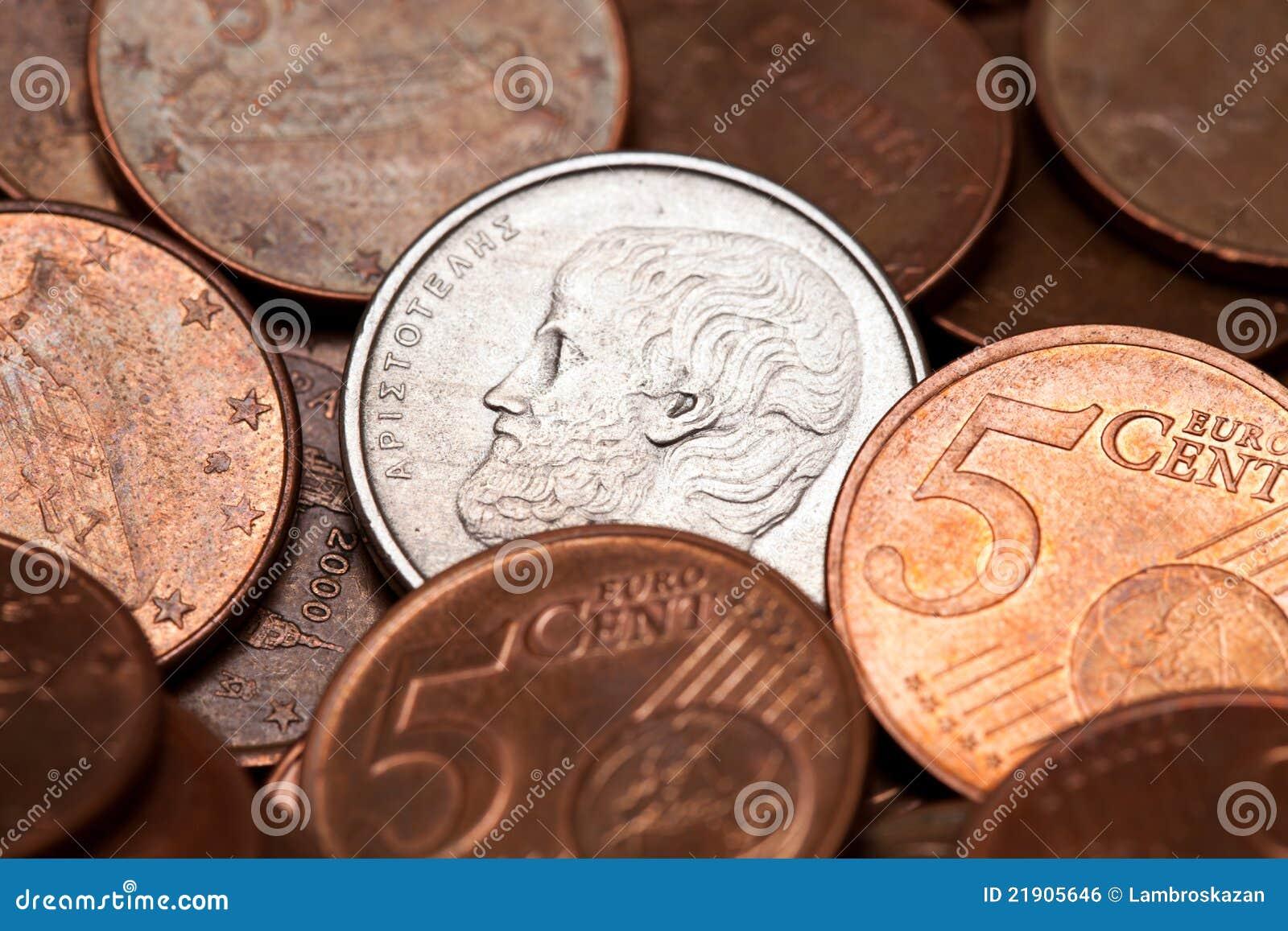Grego 5 dracmas de moeda entre euro- moedas