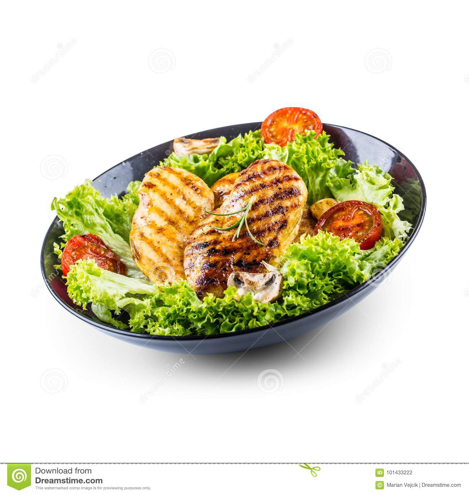 Grelhe o peito de frango Roasted e grelhe o peito de frango com os tomates e os cogumelos da salada da alface isolados no branco