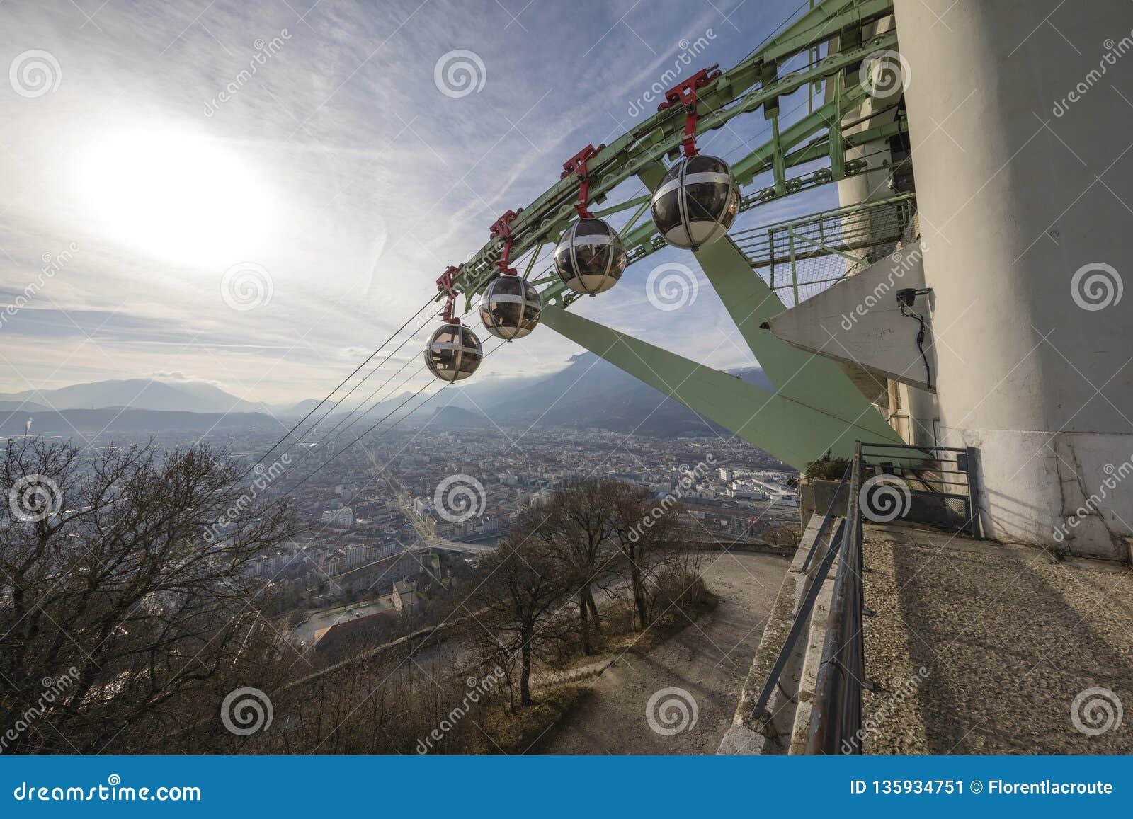 Grenoble, Frankrijk, Januari 2019: Kabelwagenpost bij La Bastille