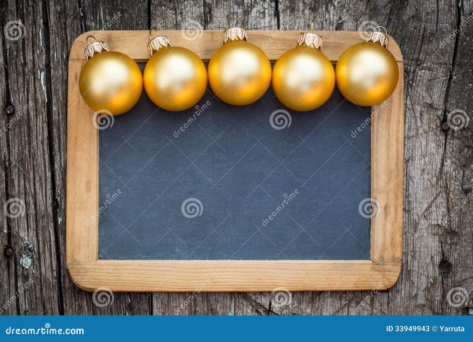 Grenze von Goldweihnachtsbällen