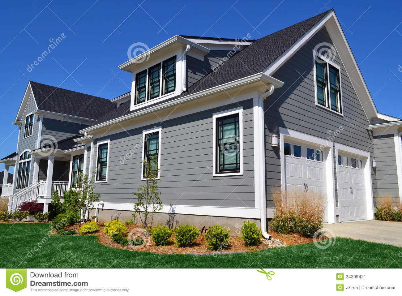 Grey and black cape cod style home stock image image - Maison grise et blanche ...