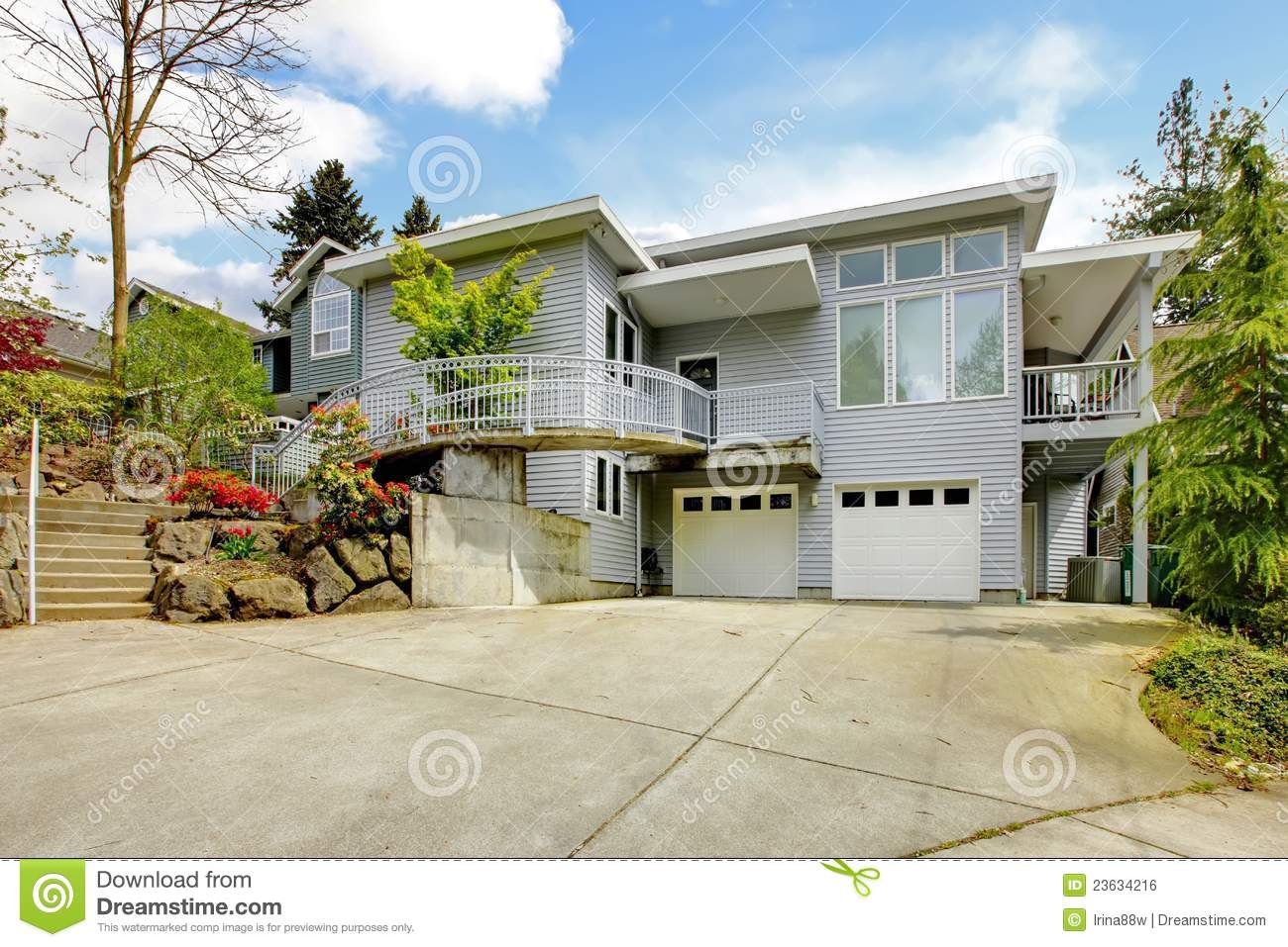 Grey Large Modern House Exterior Royalty Free Stock Image