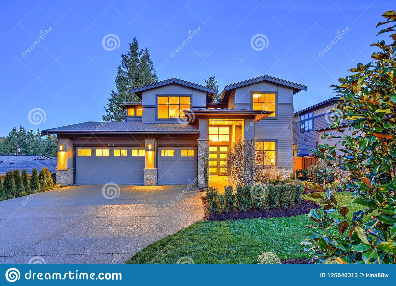 Grey Luxury Modern Two Story Tall House Exterior With Stone Columns Stock Image Image Of Outdoor Estate 125640313