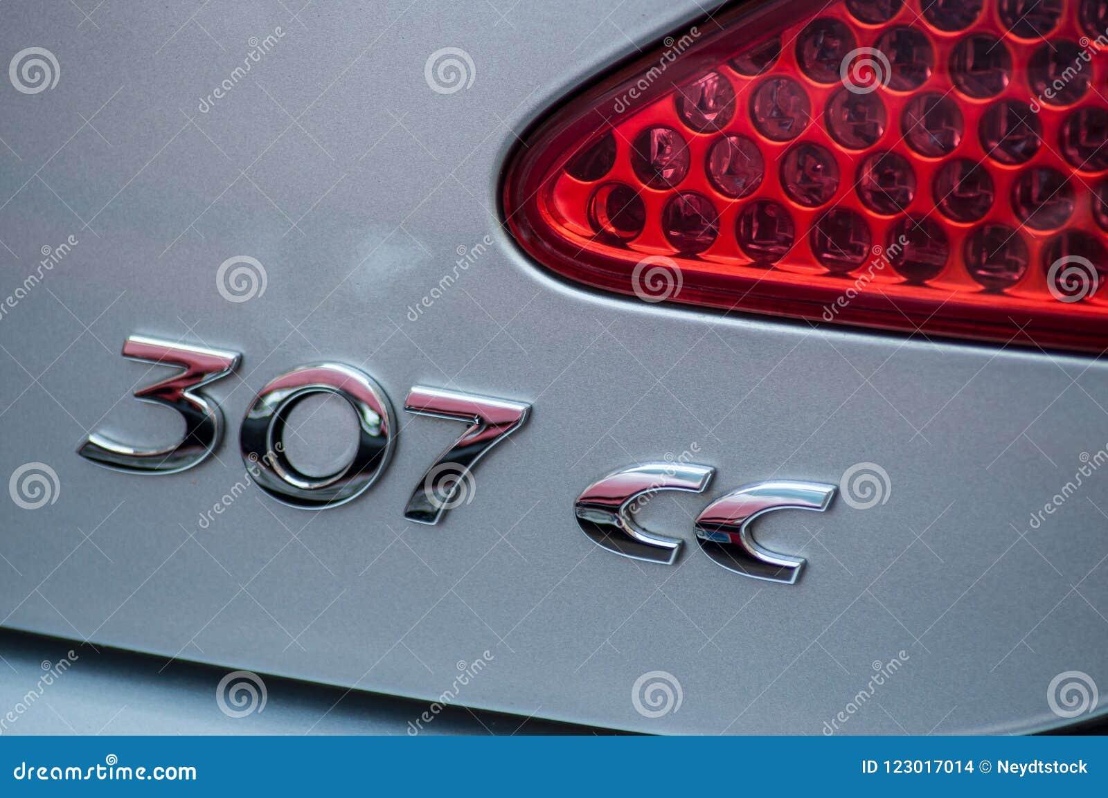Grey Peugeot 307 het achterembleem van CC