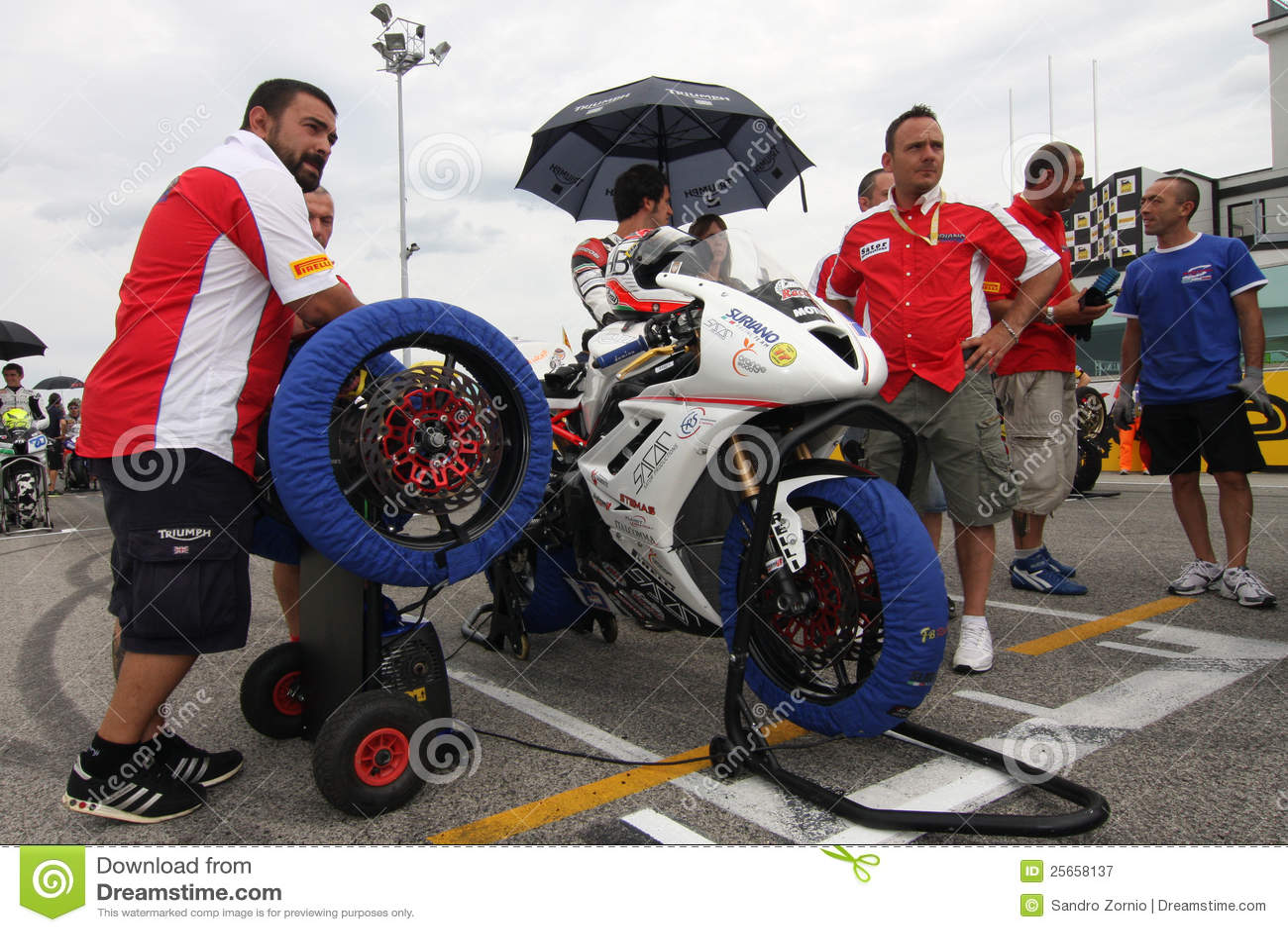 Grid Power team by Suriano Triumph Daytona