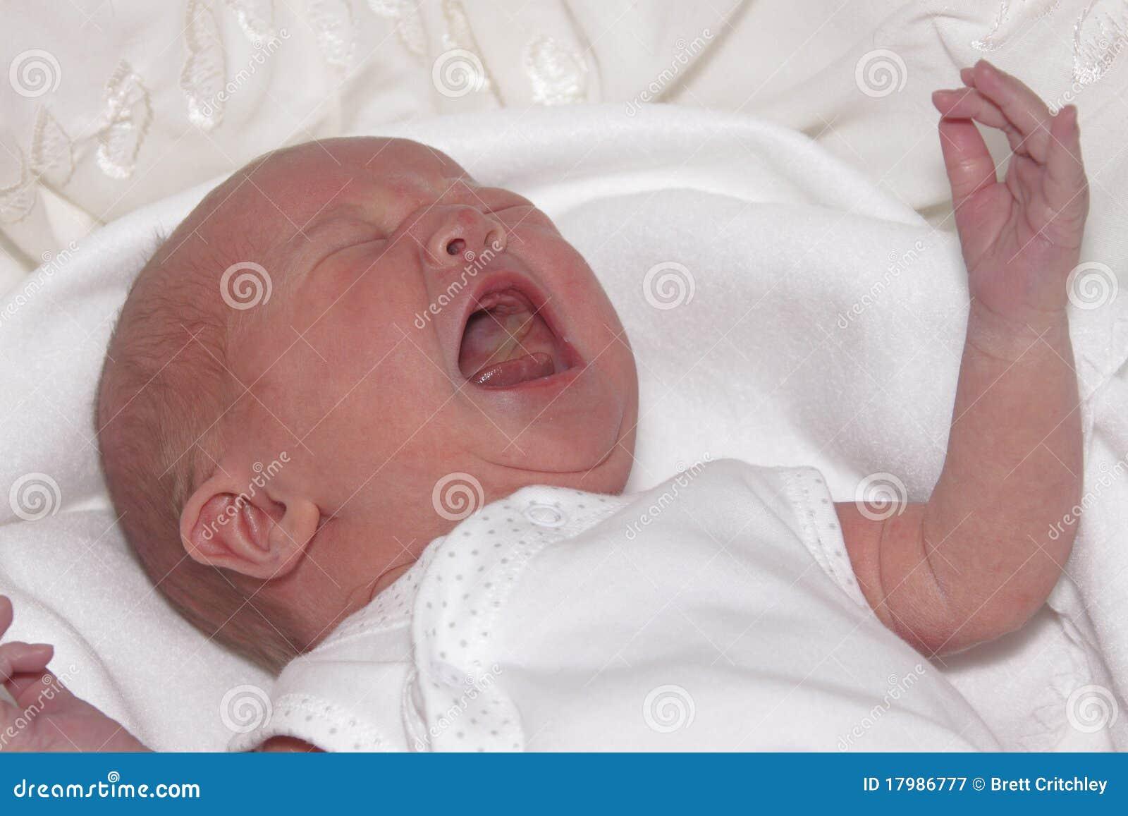 Gridare del bambino