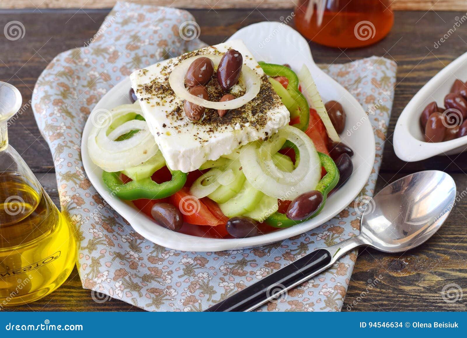 Griechischer salat mit olivenol
