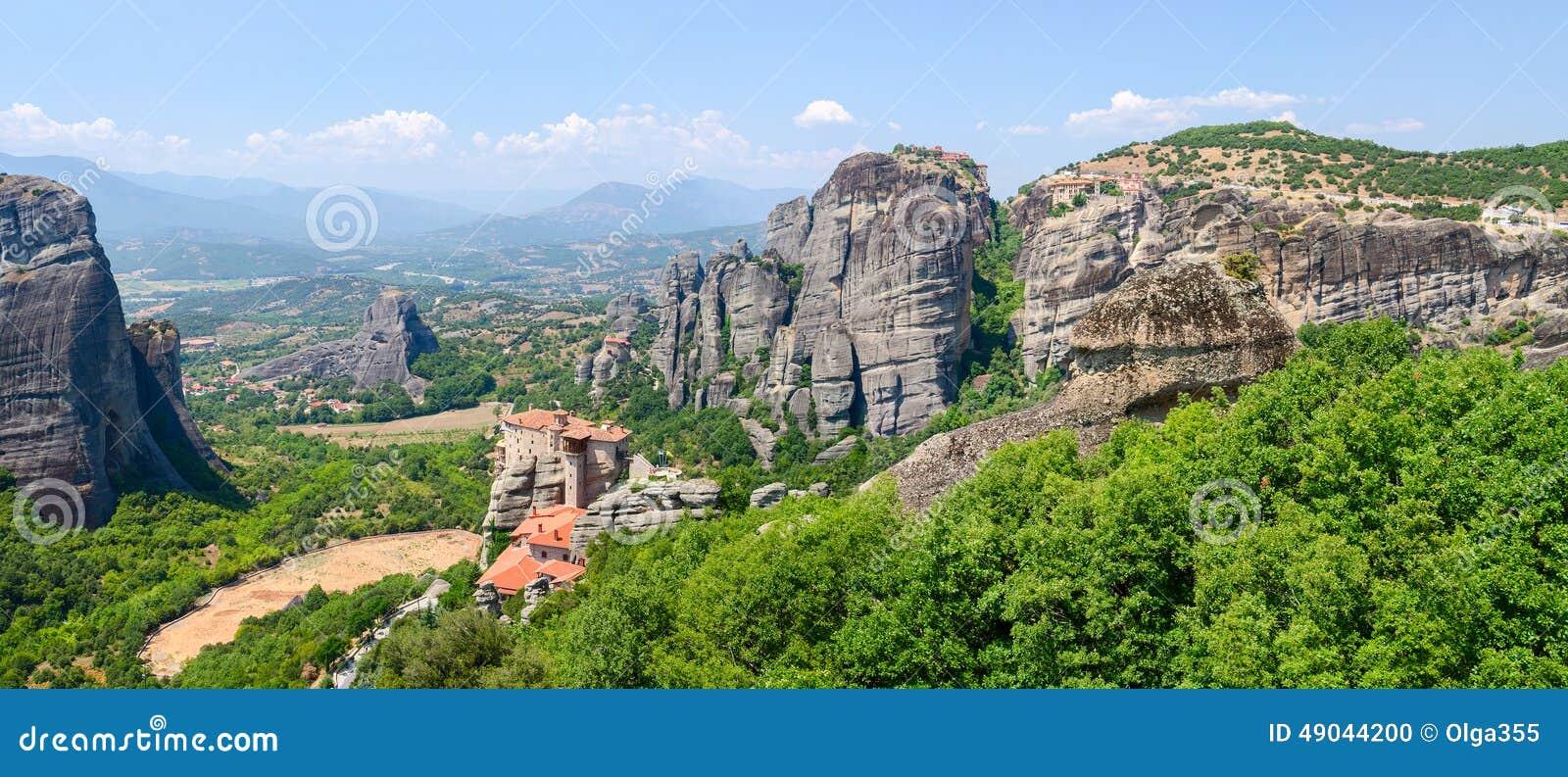 Griekenland meteoren panorama van het plateau aan de vallei o stock foto afbeelding 49044200 - Aperitief plateau huis van de wereld ...