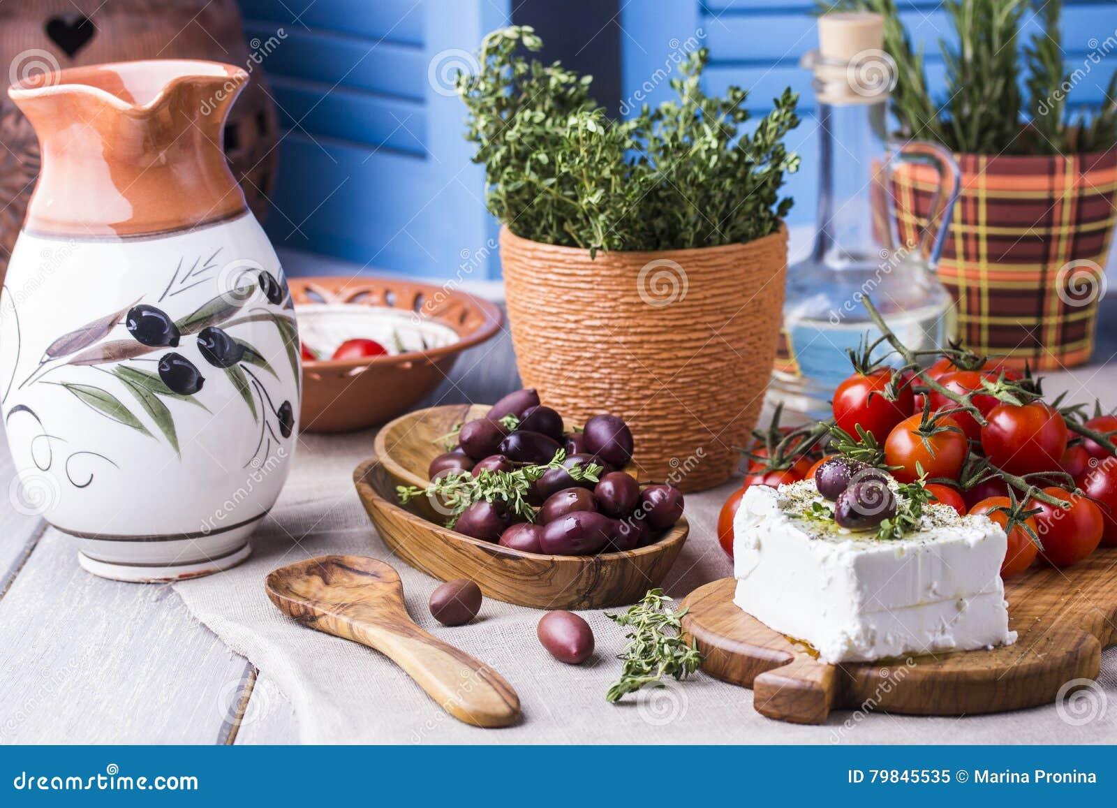 Griekse kaas feta met thyme en olijven