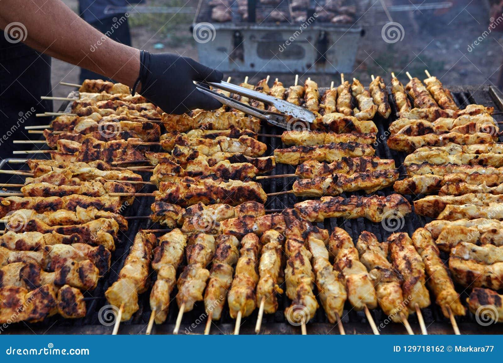 Griekse Souvlaki Smakelijk traditioneel voedsel van vlees van kippencooki