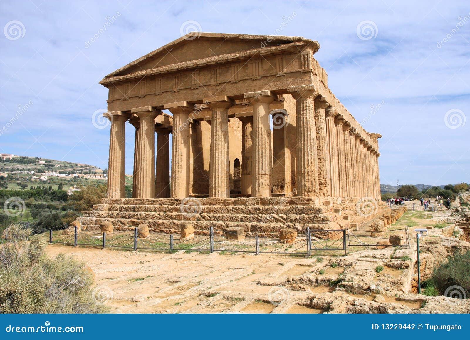 Griekse tempel stock fotografie beeld 13229442 - Oude griekse decoratie ...