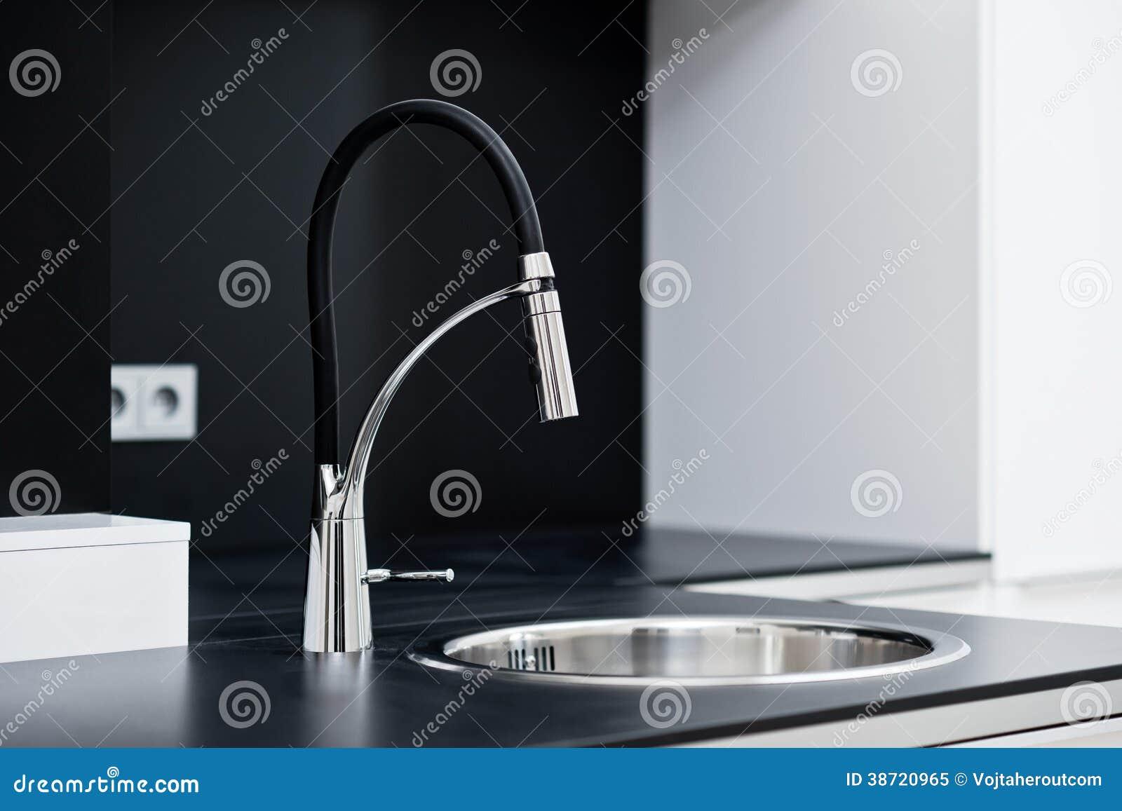 Grifo Elegante Moderno En La Cocina Del Diseño Imagen de ...
