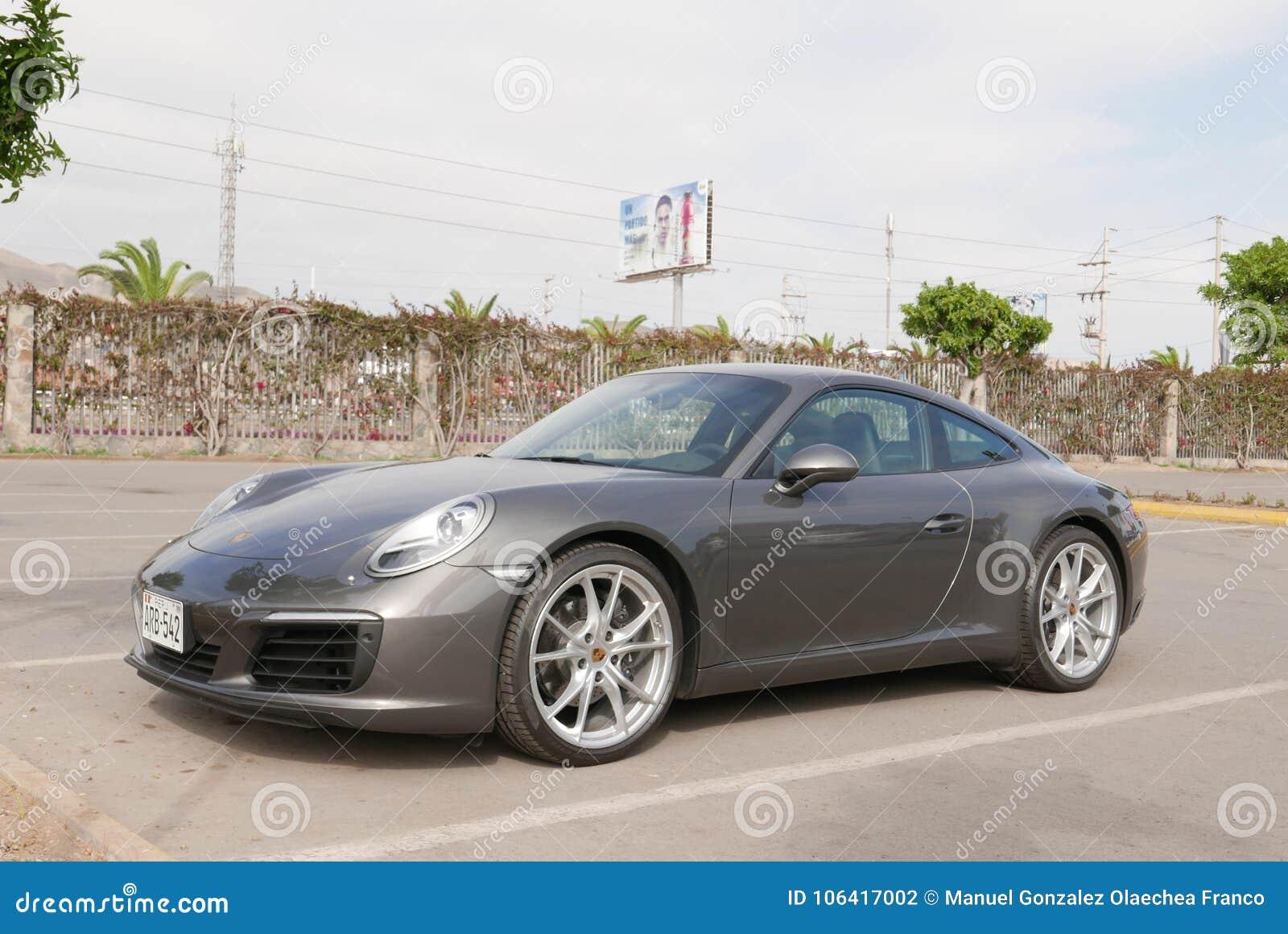 Grijs voor en zijaanzicht Porsche 911 Carrera, Lima