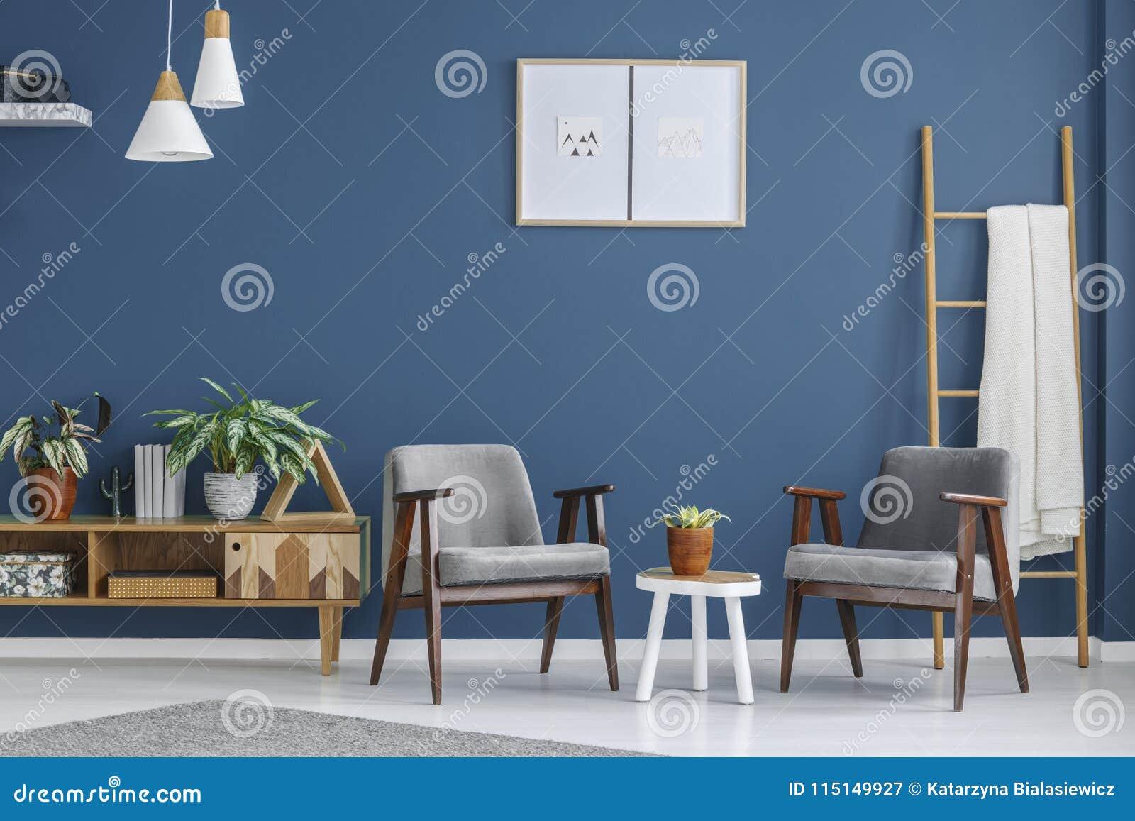 Grijze en blauwe woonkamer stock afbeelding. Afbeelding bestaande ...