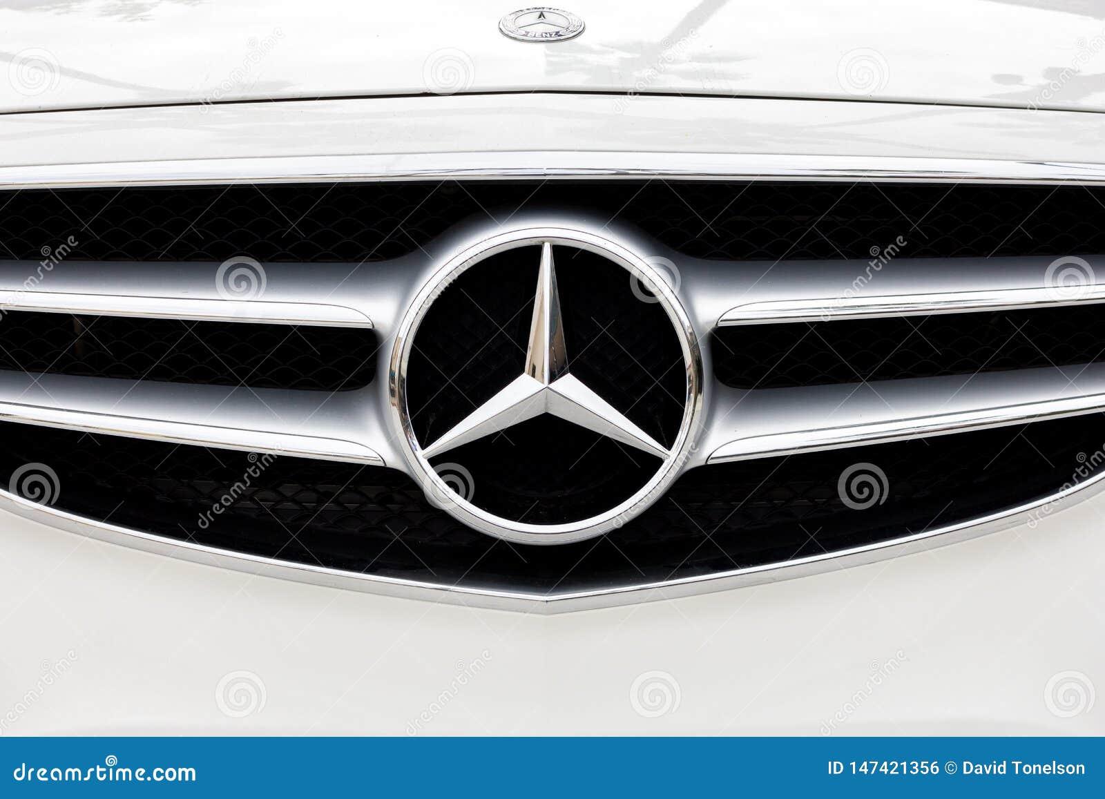 Gril et logo d avant de Mercedes Benz