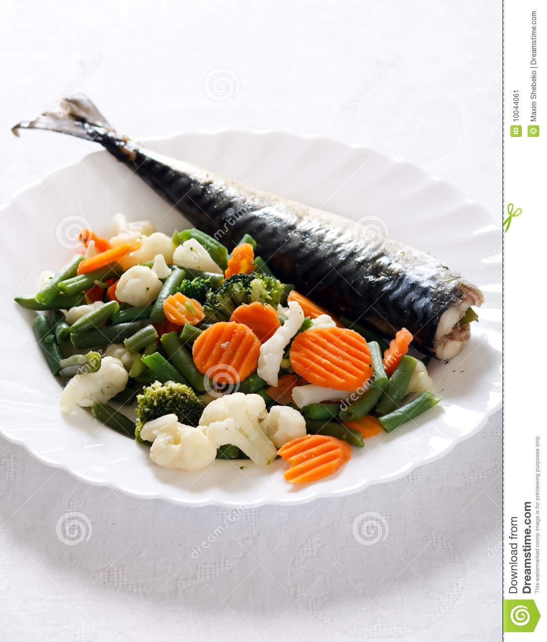 Grill fish with vegetables stock image image 10044061 for What vegetables go with fish