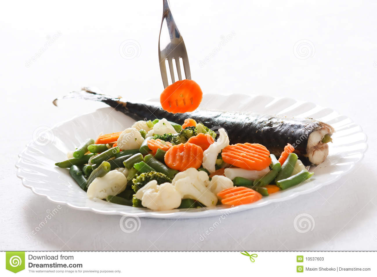 Grill fish with vegetables stock photos image 10537603 for Fish with vegetables