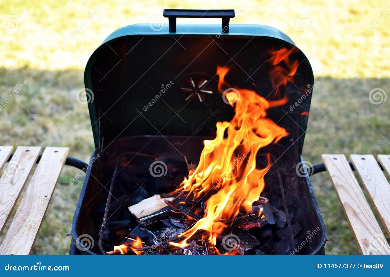 Grill z otwierał ogień