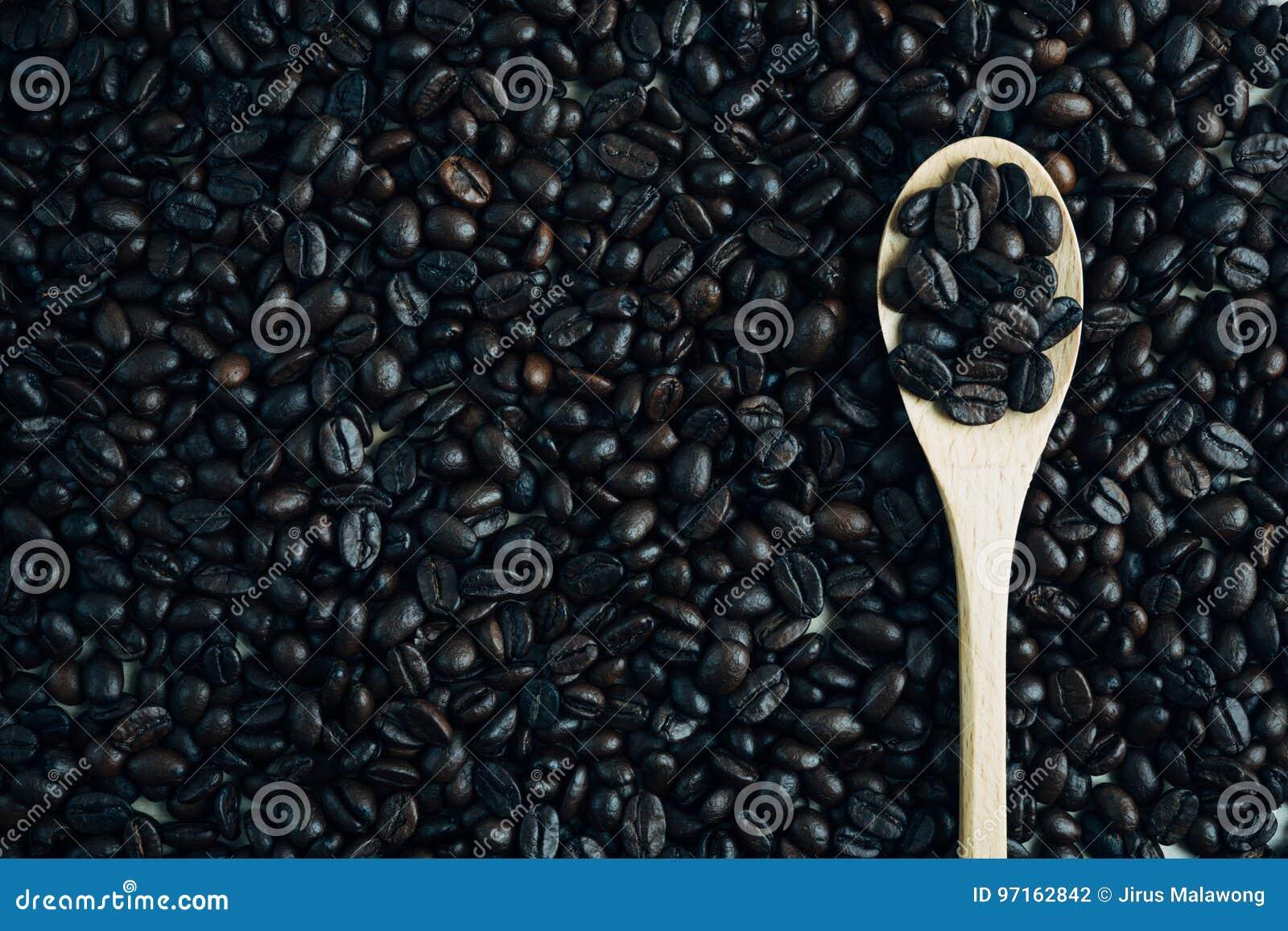 Grillad bakgrund och textur för kaffeböna med träskeden, Co