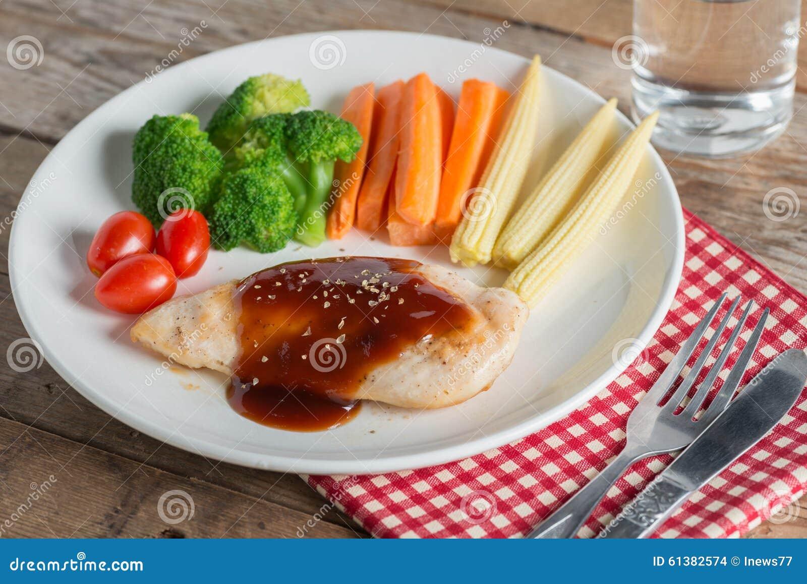 Grillad feg biff i bbq-sås och grönsak