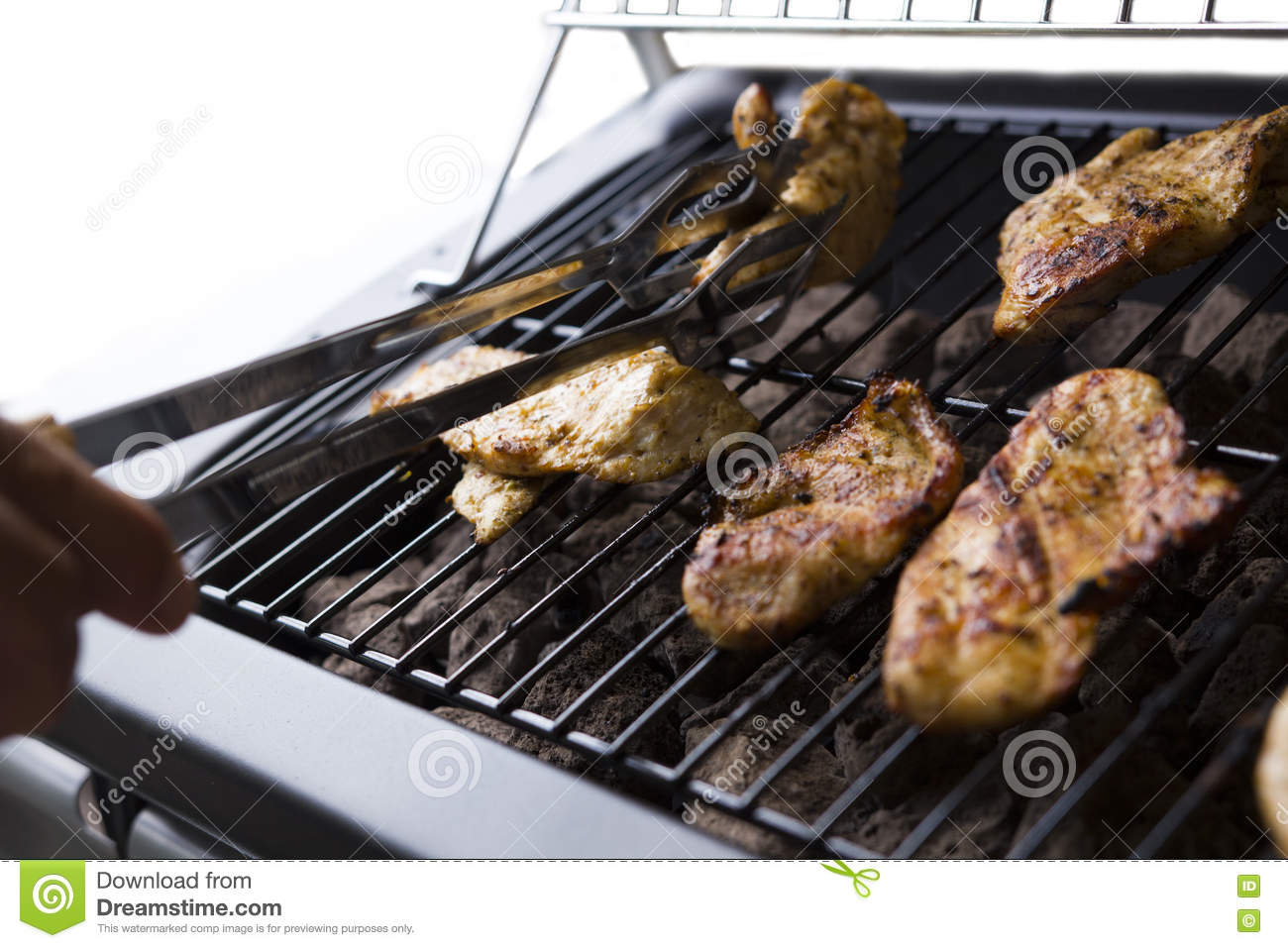 Chicken Gasgrill : Grilled chicken on the gas grill on the garden white background