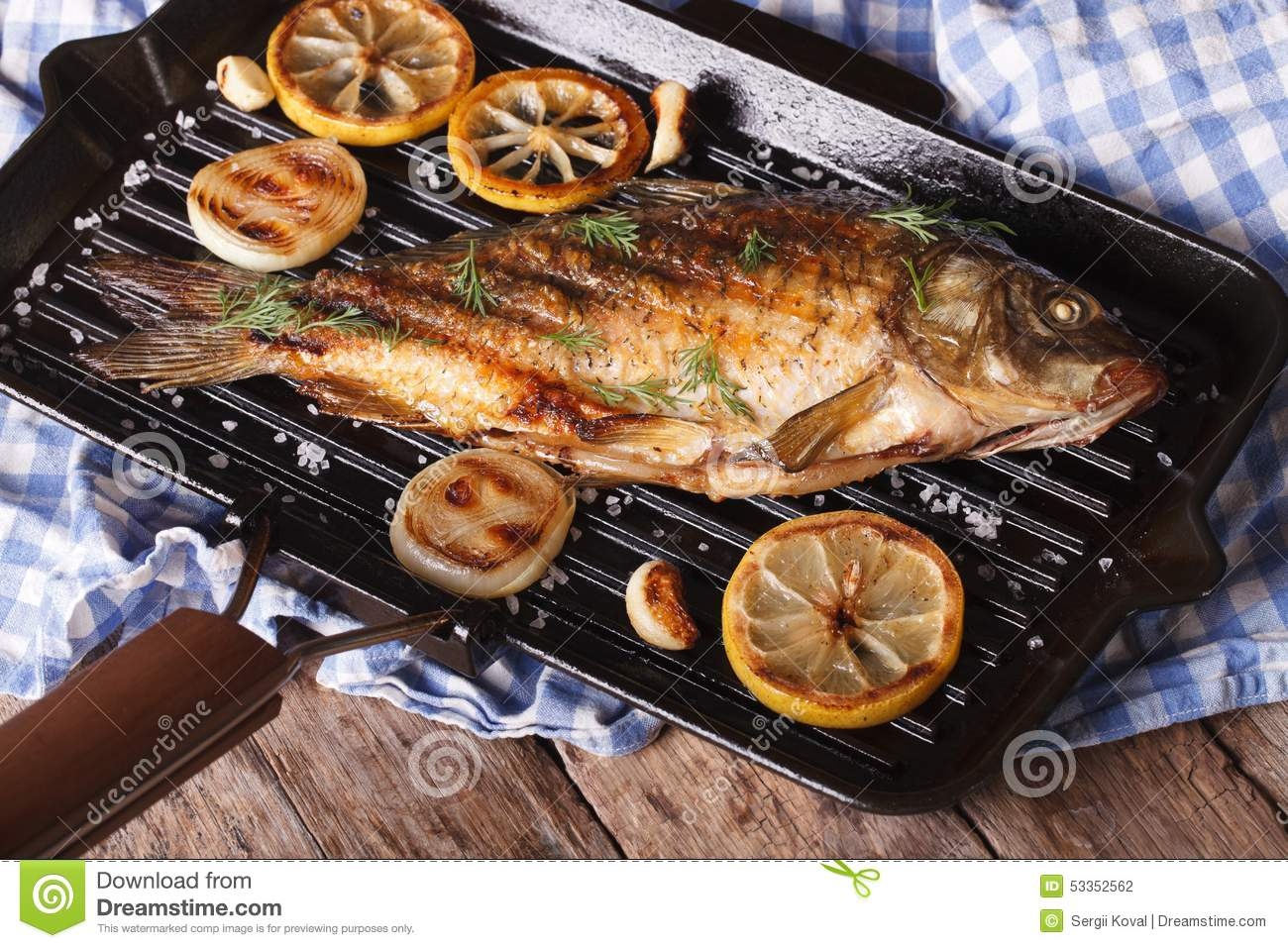 Grilled fish carp with lemon on a frying pan grill for Best fish to grill
