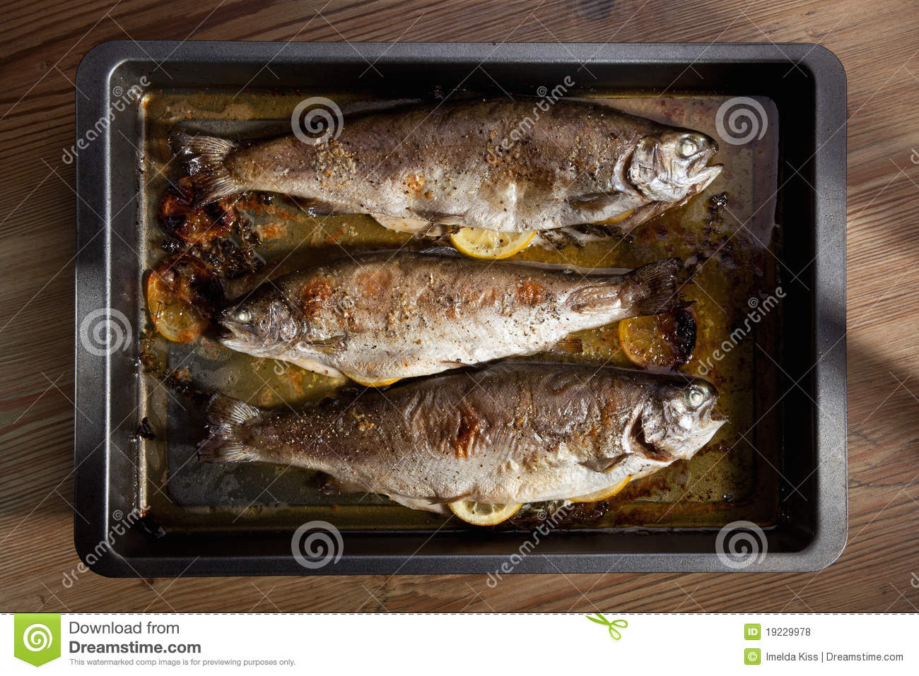 Grilled fish with lemon in pan royalty free stock photos for Pan grilled fish
