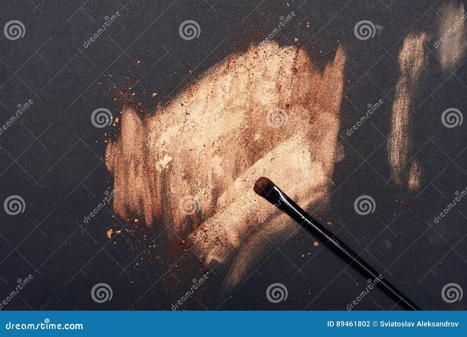 Grimeur` s Borstel op gouden Oppervlakte