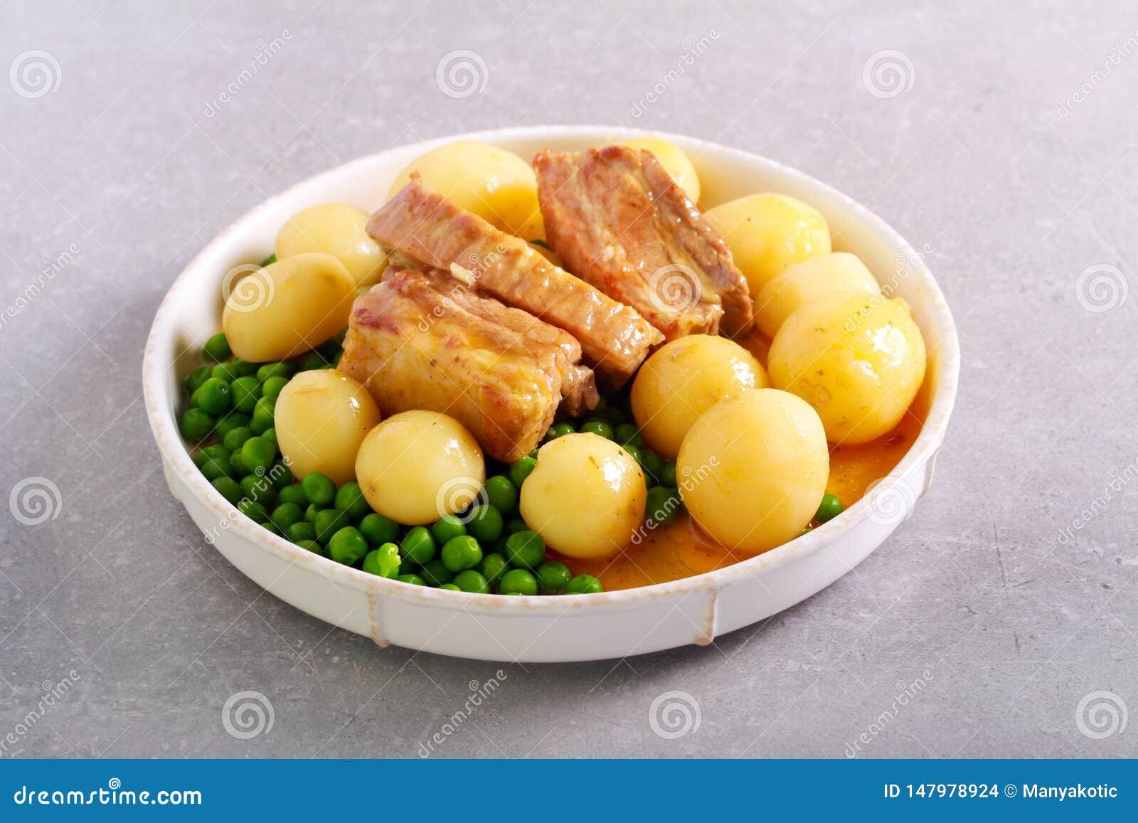 Grisköttstöd, potatis och ärtor