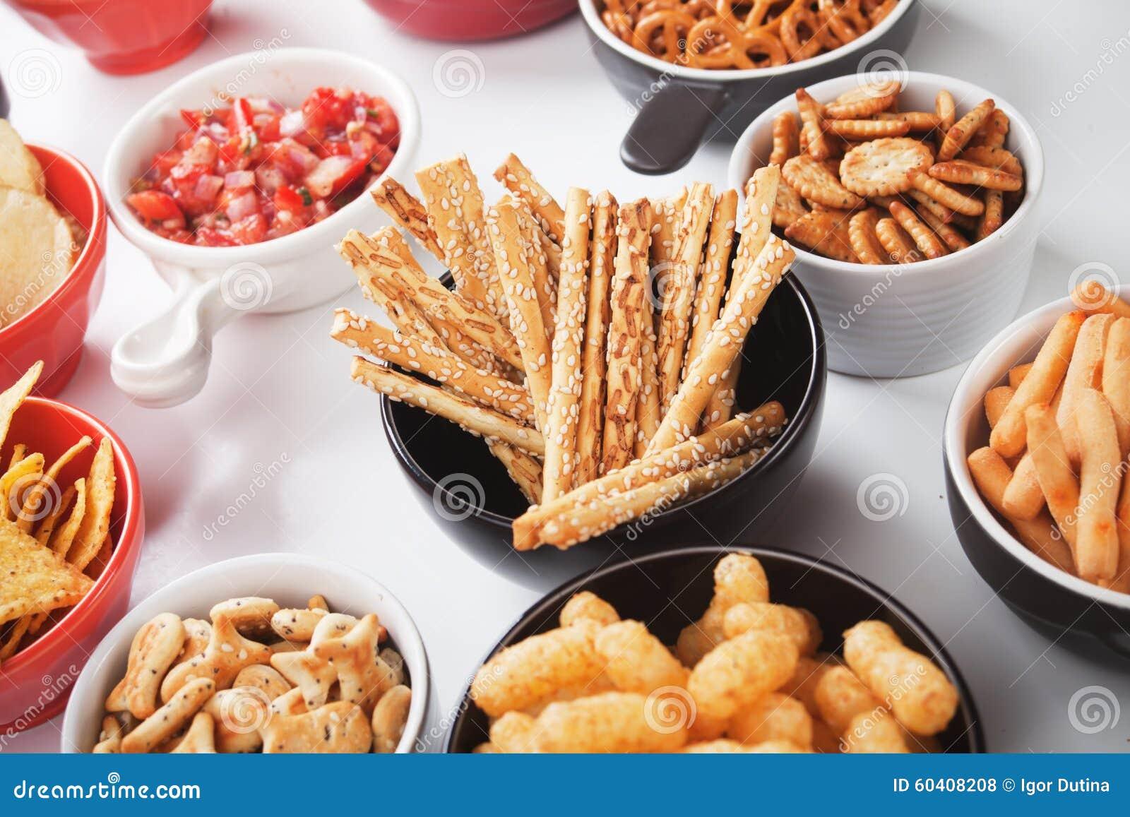 Grissini咸棍子用芝麻和其他美味快餐