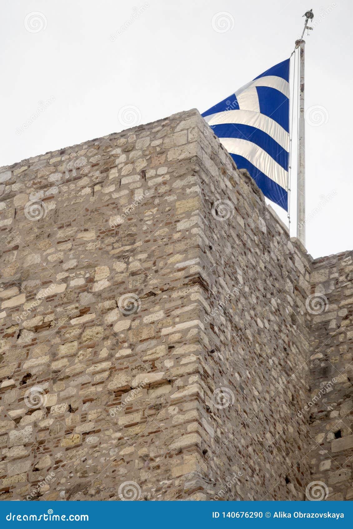 Grka chorągwiany latanie na akropolu w mieście Ateny, Grecja