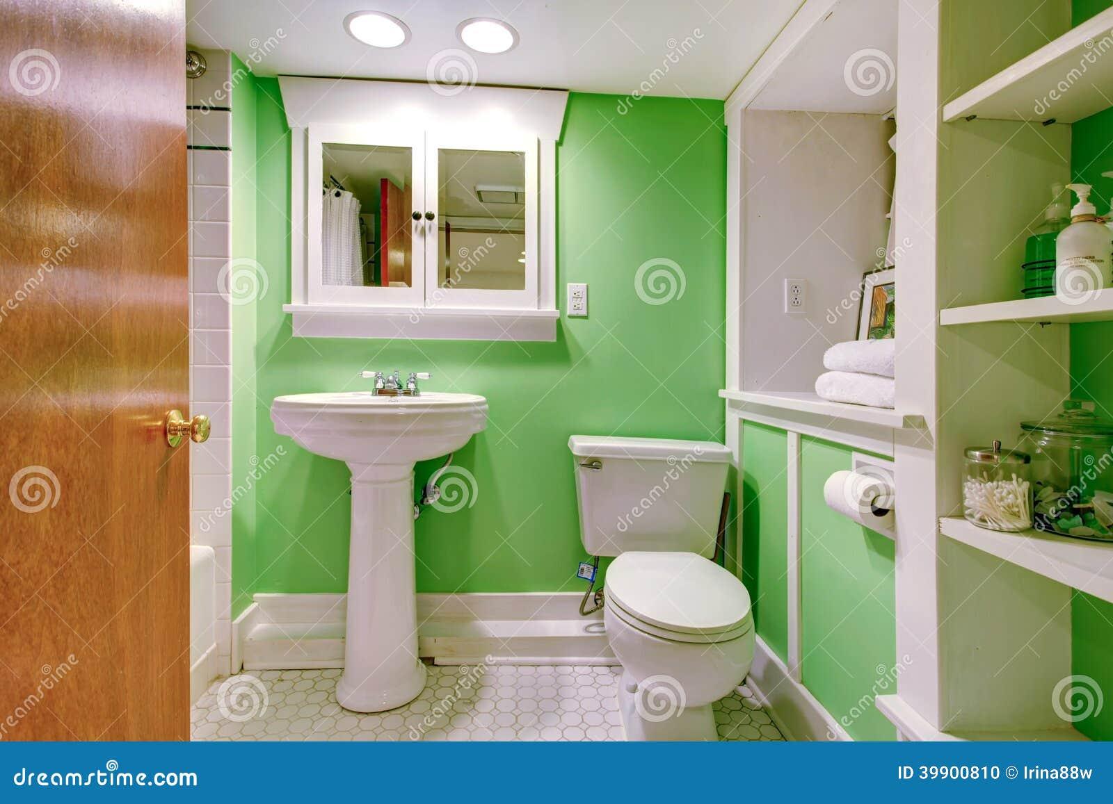 Grönt och vitt badrum arkivfoto   bild: 39900810