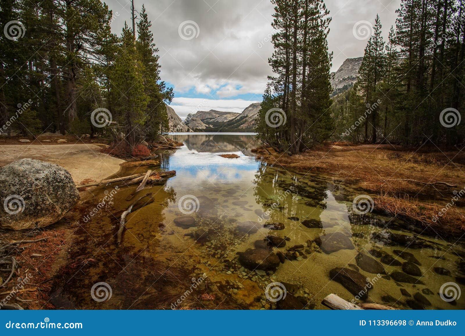 Großartige Ansichten von Yosemite Nationalpark im Herbst, Calif