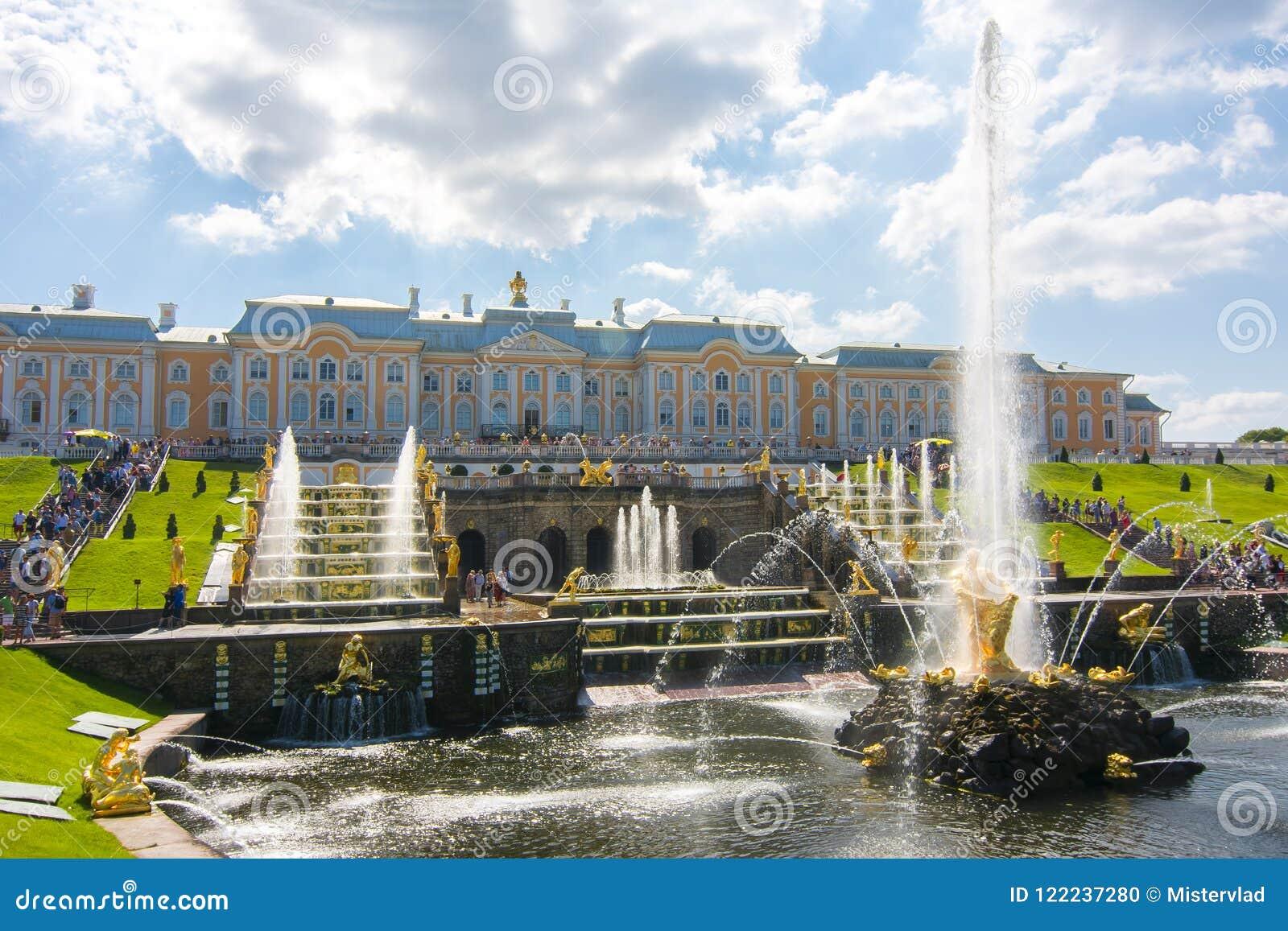 Großartige Kaskade des Peterhof Palast- und Samson-Brunnens, St Petersburg, Russland