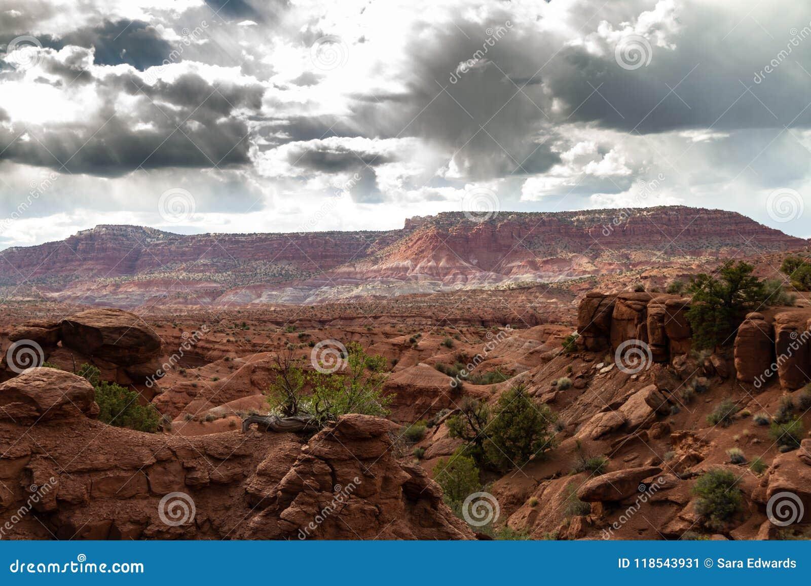 Großartige Sturmwolken über großartigem Treppenhaus-Escalante-Nationaldenkmal in Paria, Utah