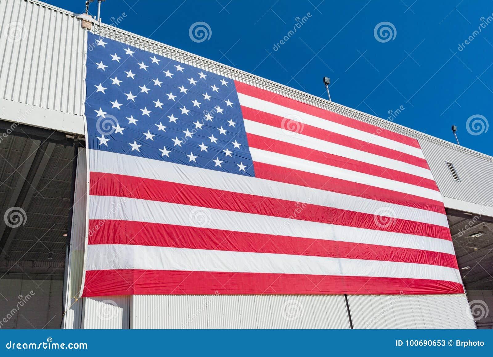 Große amerikanische Flagge an der Miramar-Flugschau