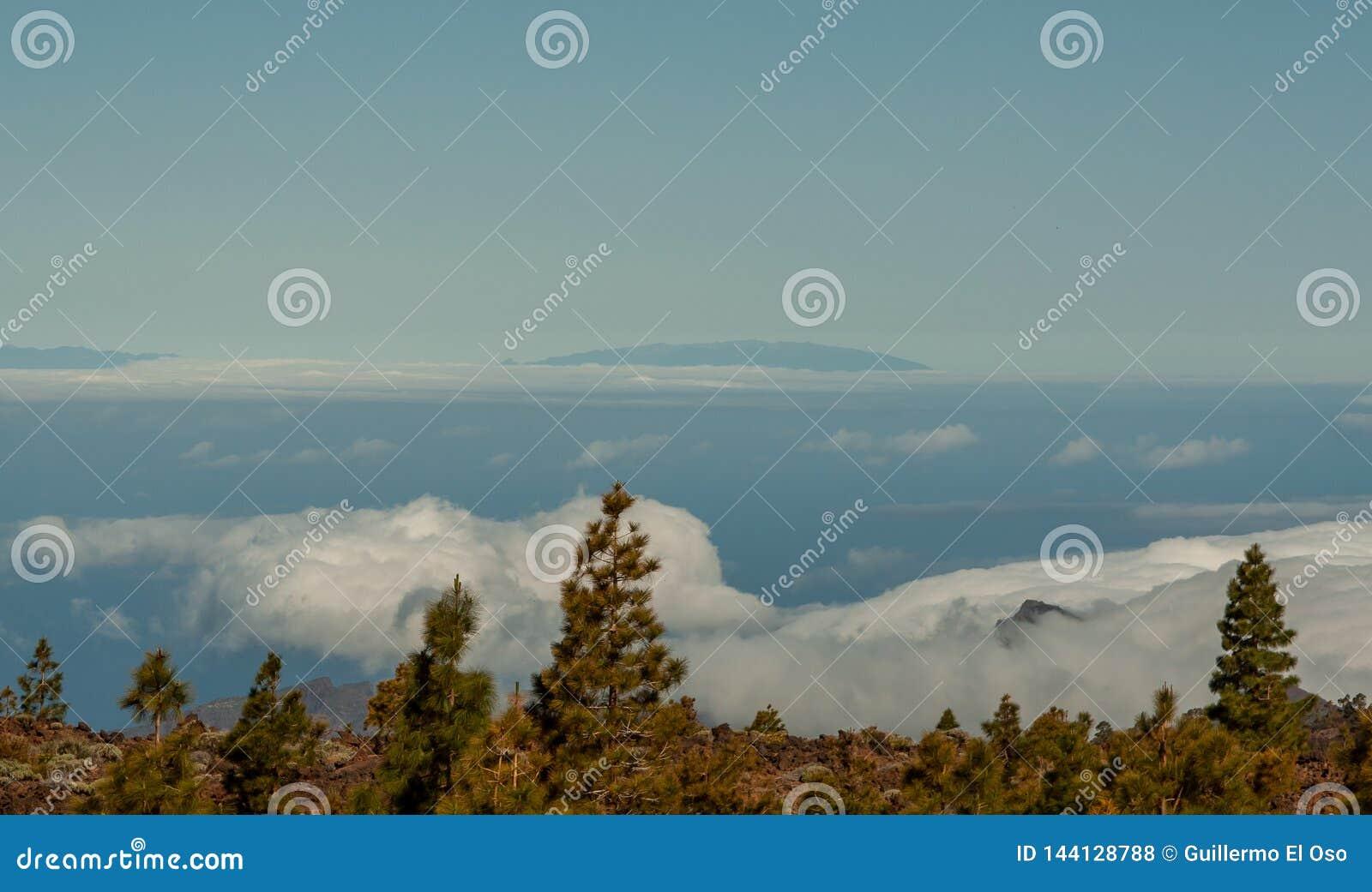 Große Ansicht vom Berg über dem Meer