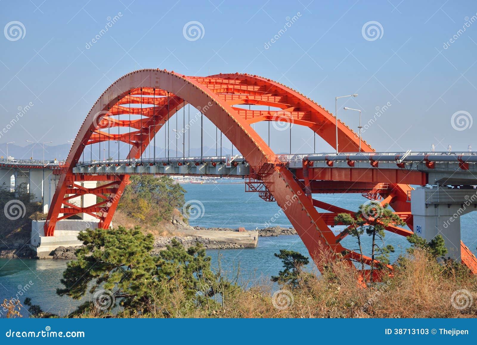 Große Bogen-Brücke in Samcheonpo