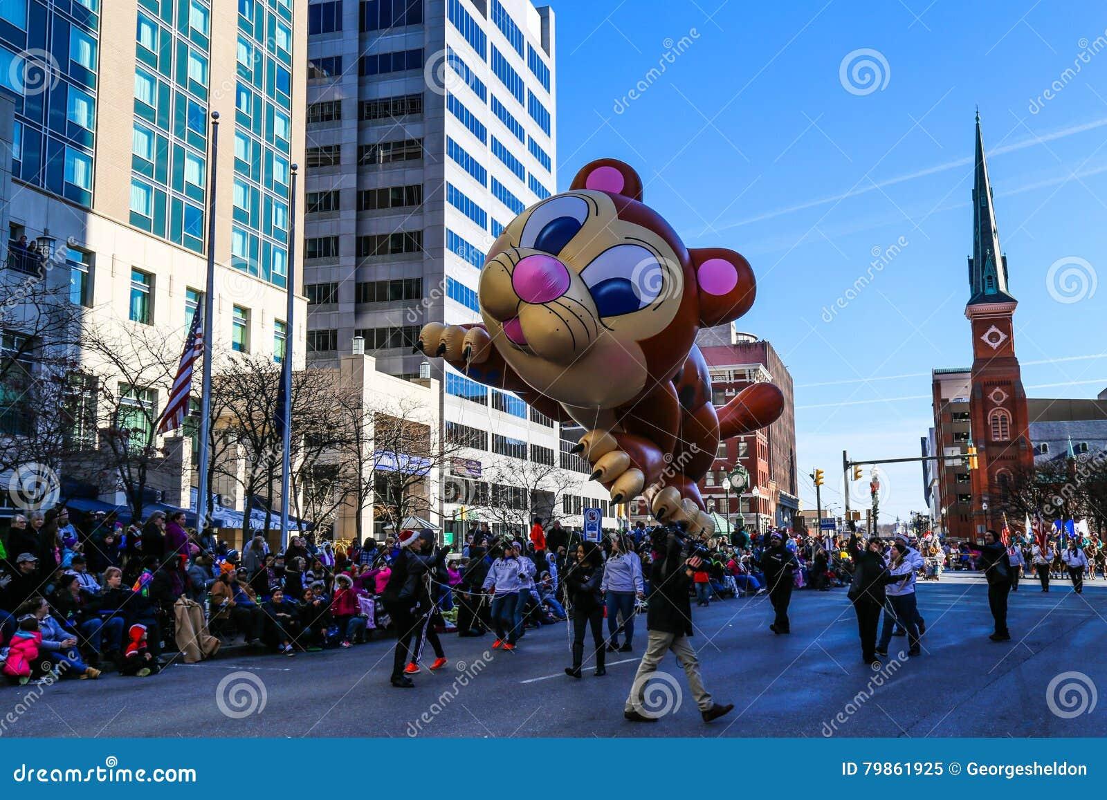 Große Cat Balloon In Der Feiertags-Parade Redaktionelles Bild - Bild ...