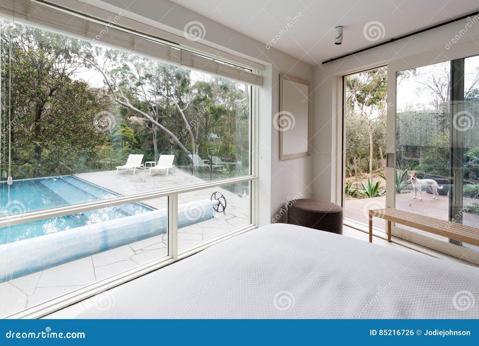 Grosse Fenster Die Ansicht Zeigen Um Im Luxushaus Zu