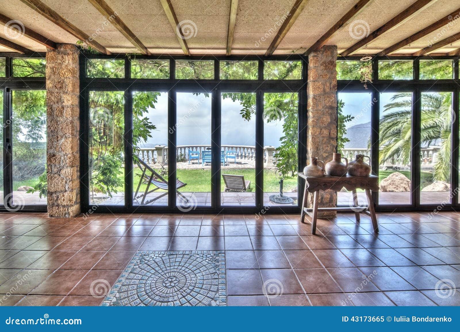 gro e fenster im landhaus mit sch ner aussicht stockbild bild von spur insel 43173665. Black Bedroom Furniture Sets. Home Design Ideas