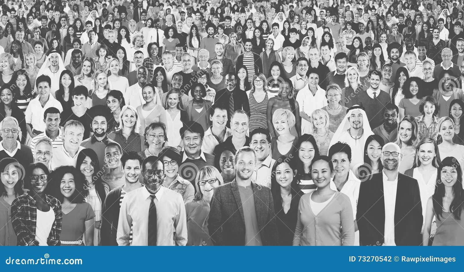 Große Gruppe des verschiedenen multiethnischen Konzeptes der frohen Naturen