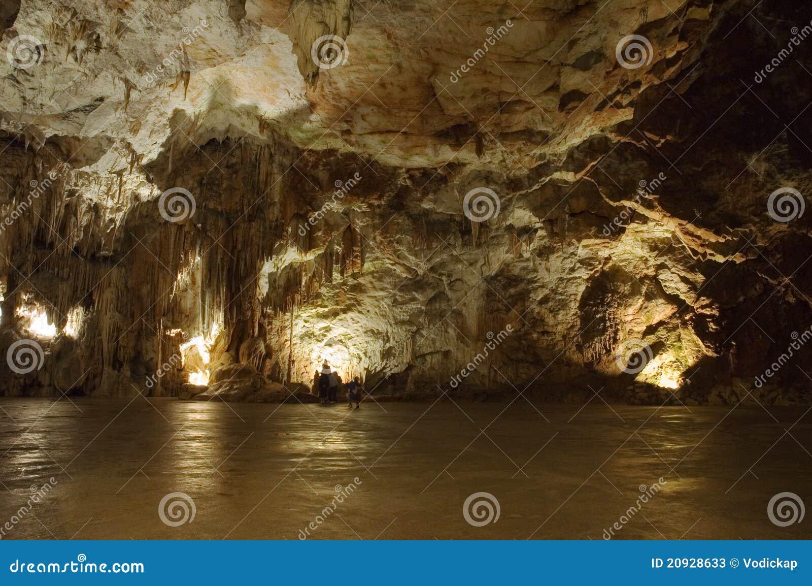Große Höhlehalle