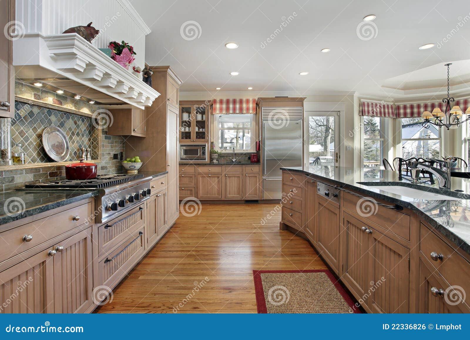 Große küche im modernen haus