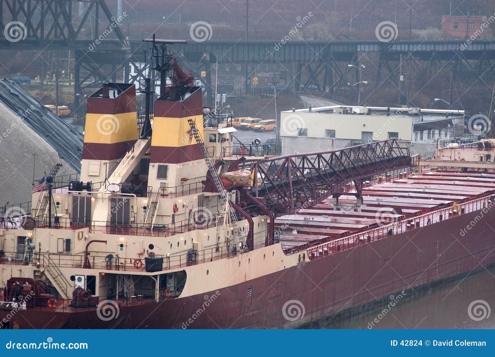 Große Lieferung am Dock